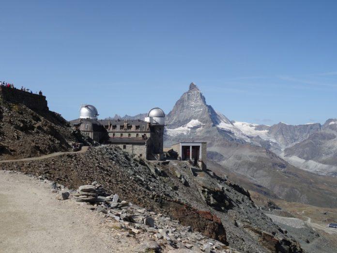 Gipfel des Gornergrats, im Hintergrund das Matterhorn