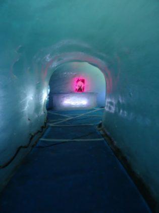Im Inneren der Grotte de Glace