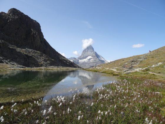 Spiegelungen des Matterhorns im Riffelsee, unterhalb des Gornergrats